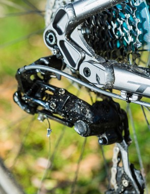 …while gearing is 10-speed SRAM