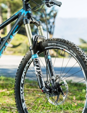Sticky tyres and slack geometry – the SAM 2.0 corners like it's on rails