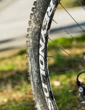 Top quality Schwalbe Hans Dampf tyres are fattened up by Reynolds' new wide-rimmed AM wheels