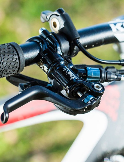 A long 80mm stem and uptight 68.5-degree steering sap confidence