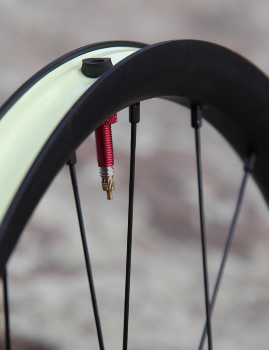 The Notubes Valor wheelset has an internal width of 21.3mm