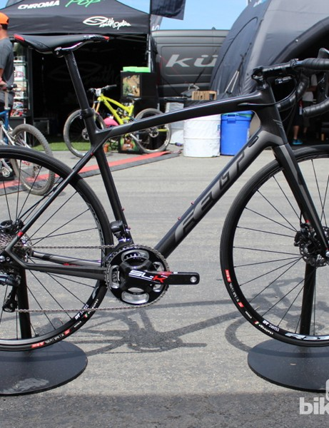 For 2015, the Felt Z Series moves the brakes from crown- and seatstay-yoke-mounted rims calipers down to disc brakes alongside the hubs