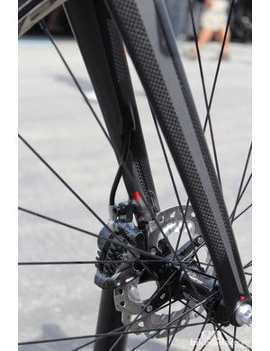 The hydraulic hose on the 2015 Felt road and cyclocross bikes runs through the fork. The Z2 Disc features 140mm post mount disc tabs