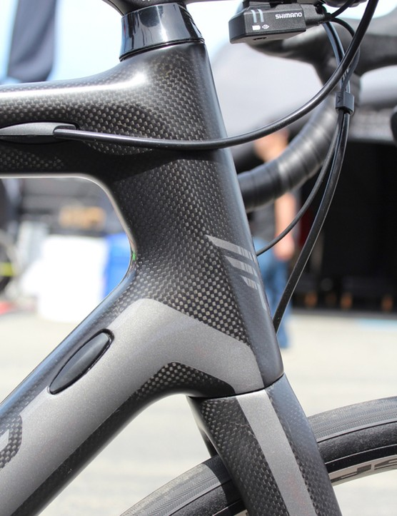 The Z Series bikes feature endurance geometry, with taller head tubes and a longer wheelbase than an all-out race bike. A 56cm frame, for example, has a 180mm head tube and a 1012mm wheelbase