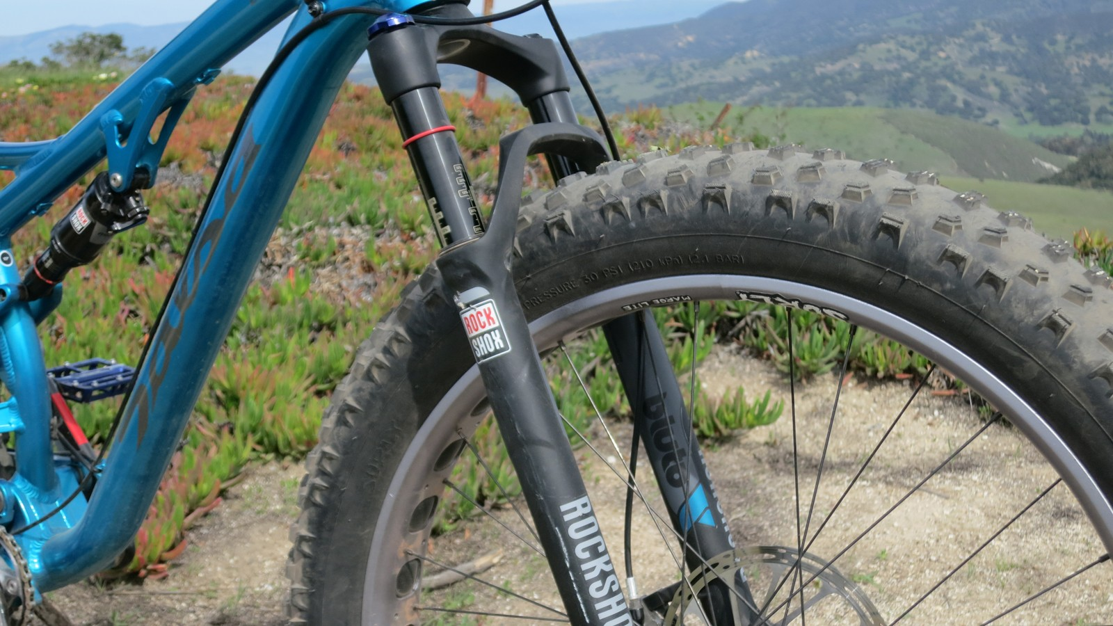 The Bucksaw comes with RockShox new Bluto fat suspension fork