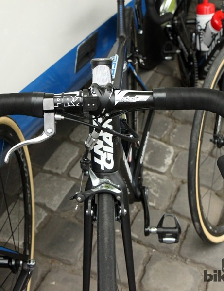 John Degenkolb's (Giant-Shimano) PRO Vibe 7S handlebars are double-wrapped. Also strapped on are Shimano Dura-Ace Di2 climbing and sprint shift buttons and a single top-mount brake lever