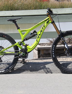 The new Phoenix features a full carbon frame and 650B (27.5in) wheels