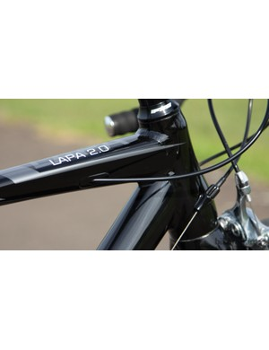Internally routed brake cable, tapered steerer tube and rub-free cable placement: win