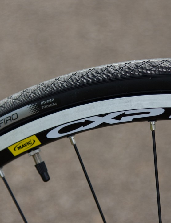 Solid wheels and secure holding tyres: the Lapa is ready for daily duty