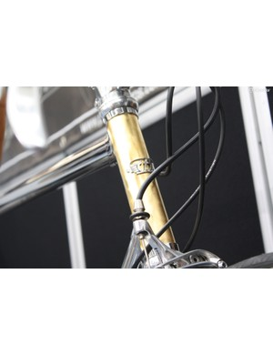 The head tube was designed to replicate the engine-turned brass finish dashboards of certain classic cars – the final finish was achieved by using 23 carat gold leaf!