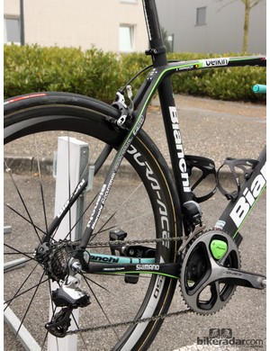 As is increasingly common with similar cobbles-focused bikes, the rear end of the Bianchi Infinito CV features heavily shaped stays in an effort to smooth out the bumps