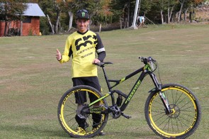 The 30-year-old French enduro racer rides a Cannondale Jekyll 27.5 Carbon