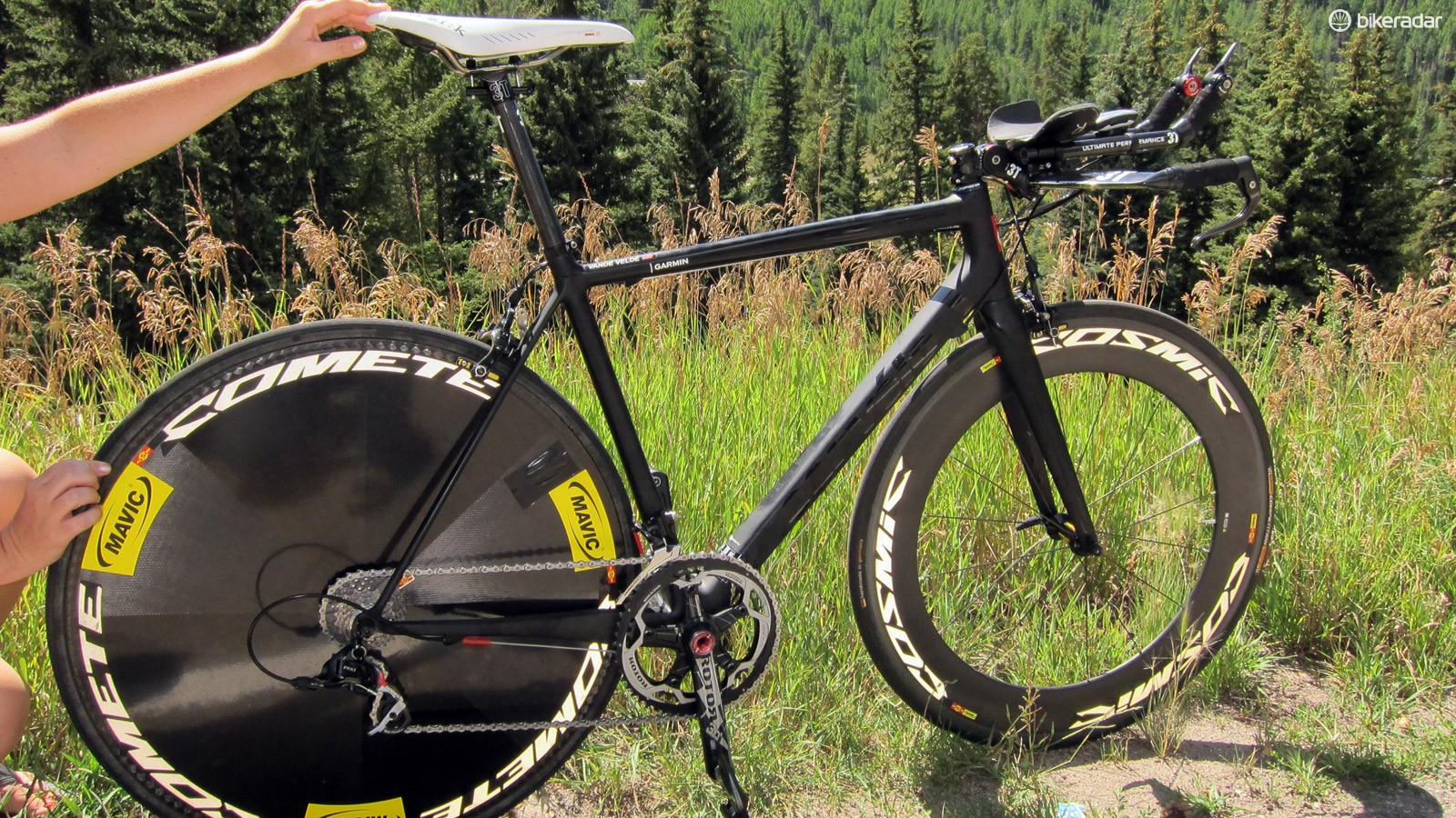While some may view the UCI's minimum 6.8kg weight rule as antiquated, one could easily argue that it's prompted teams and mechanics to be more creative in how that weight is 'spent'. The 2011 USA Pro Cycling Challenge time trial, for example, featured a long and flat portion followed by a climb up Vail Pass. Garmin's solution that day was to pair the ultralight Cervélo R5ca frame with a full complement of aero componentry for a final product that was very slippery but still supposedly weighed less than 7kg