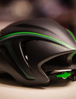 The CVNDSH Evade is based on the aero-optimized S-Works Evade helmet