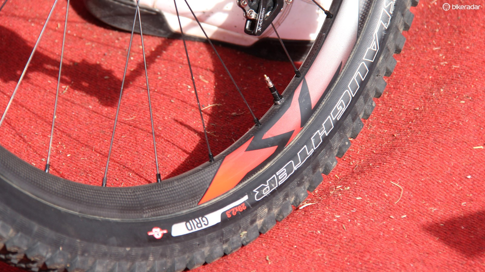 Keene rode carbon Roval rims that look to be significantly wider than the current offerings