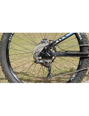 The XTR CS-M9000 cassette has a 11-40t range and is compatible with all current Shimano freehubs