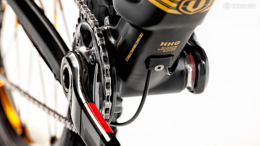 Internal cable routing keeps the Foxy Carbon looking neat