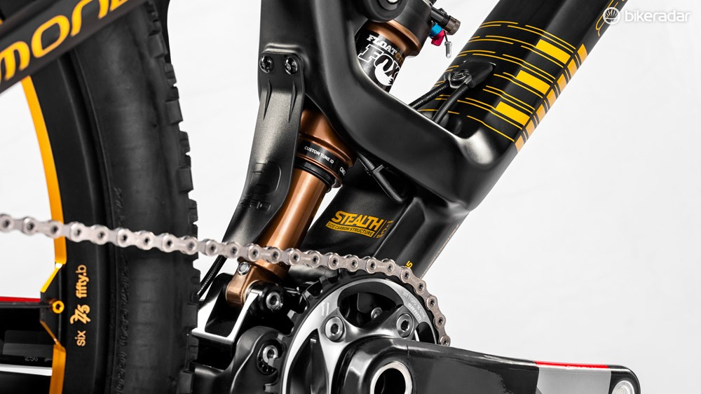 The shock is actuated from both ends, floating between the lower linkage and the upper rocker. It gives no pedal feedback and no brake jack
