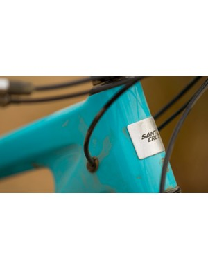 The Nomad is the first Santa Cruz model to offer internal cable routing through ports in the sides of the head tube
