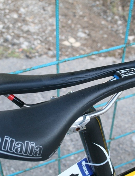 Kudus' saddle choice is the Selle Italia SLR SuperFlow with its radical cutaway