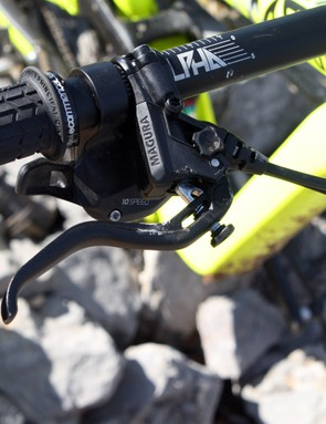 The lever of the MT7 features tool-free reach and bite point adjustment