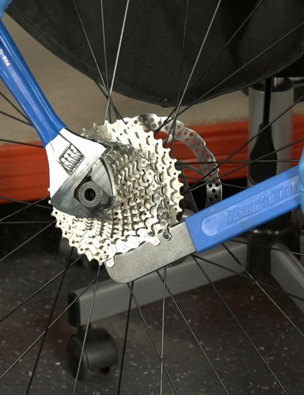 How to replace a bike cassette