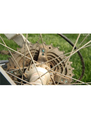 Early Shimano XTR cassettes had cogs that were individually bolted on to an aluminum spider. Later versions would instead use more durable riveted construction