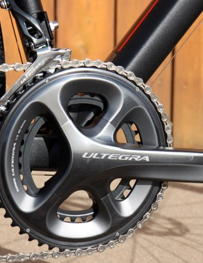 A Shimano Ultegra drivetrain with compact 50/34-tooth chainrings and a wide-range 11-32T cassette provide tremendous range