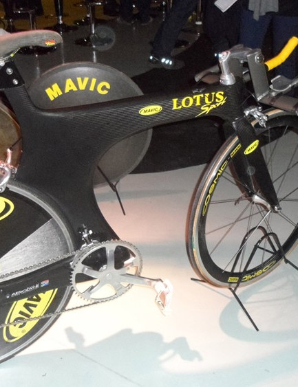 The road version of Chris Boardman's legendary Lotus bike features the Comet disc wheel, an early Cosmic carbon front and Mavic's electronic Zap drivetrain