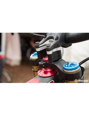 Greg Minnaar plays with his bar height setup a fair bit, for Cairns he used a 32mm stack of spacers to have less weight on the front wheel and reduce oversteer