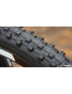 The mud had the team on Maxxis Wet Scream tyres, custom cut for fast rolling and better mud clearance