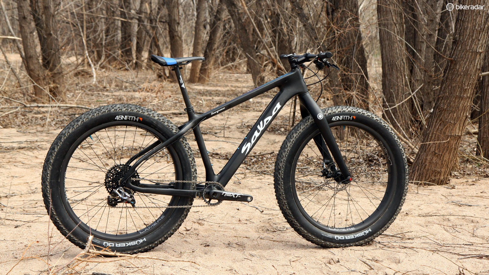 Fat bikes are generally assumed to be heavy and cumbersome beasts but the one created by Fairwheel Bikes is anything but. As shown here, it weighs a scant 9.18kg (20.24lb) - lighter than many dedicated XC race rigs