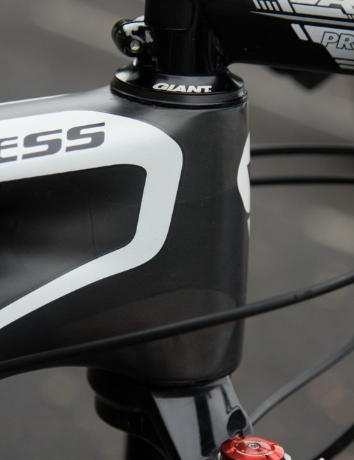 The Liv/Giant Obsess Advanced head tube is designed to take an oversized tapered steerer tube, but Neff's other sponsors has her using a standard tapered steerer