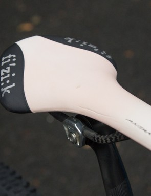 Jolanda Neff, like many other professional female cyclists, chooses a slimmer men's saddle for greater manoeuvrability