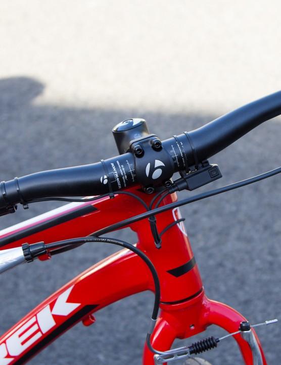 ESI Racer Edge grips, Shimano DXR levers and a climbing Di2 shifter