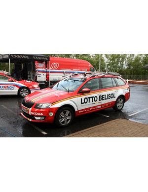 We've shown you on numerous occasions what team riders ride. But what do the support staff drive? Lotto-Belisol uses these Skoda Octavia wagons, which are quite popular among the peloton