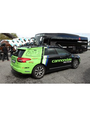 The Cannondale team goes with cars from French company Citroën