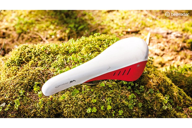 The Fizik Gobi XM mountain bike saddle has well distributed padding that we've come to love