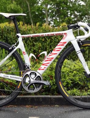 2013 UCI WorldTour leader Joaquim Rodriguez (Katusha) will race the Giro d'Italia on this custom-painted Canyon Aeroad CF