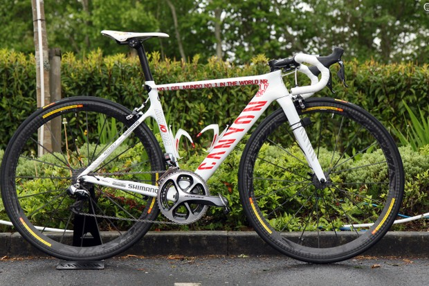 2013 UCI WorldTour leader Joaquim Rodriguez (Katusha) will race the Giro d'Italia on this custom-painted Canyon Aeroad CF