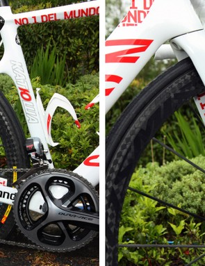 Black, white and red are heavily overused colors in the bicycle industry these days but somehow this combination manages to look fresh. Sponsor names are tastefully applied to the stays while up front, the custom paint scheme carries over to the inside of the fork legs as well