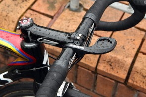 The all-aluminum Zipp Service Course SL cockpit is dressed up with a SRAM QuickView Garmin computer mount