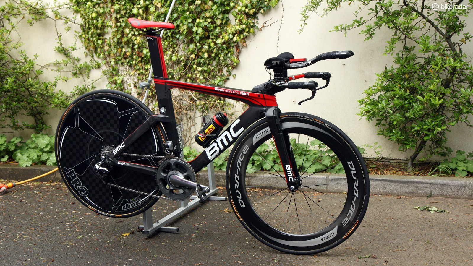 American rider Brent Bookwalter (BMC) is using this BMC TimeMachine TM01 for this year's Giro d'Italia time trials