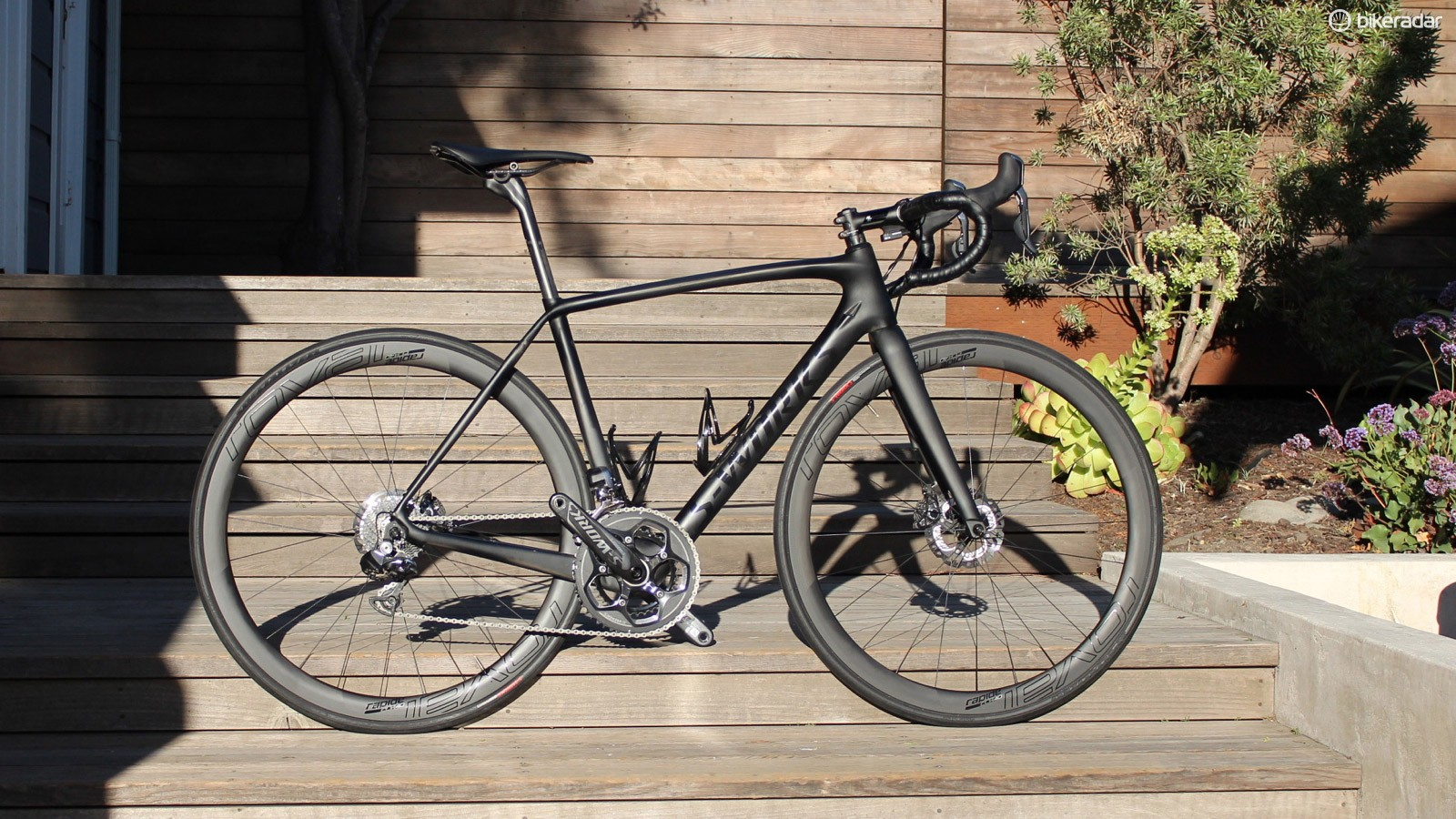 The Specialized Tarmac Disc is the first true road race bike with discs from the California company, which already had the Roubaix Disc endurance bike