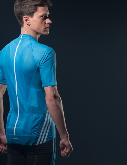 Ergonomically-angled back pockets for easy access while riding
