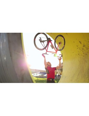 Chris Akrigg testing just how light the Colnago C59 is