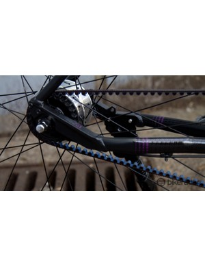 Fixing a flat tyre is certainly harder with a nutted internal gear hub – thankfully the tyres are pretty resistant to punctures