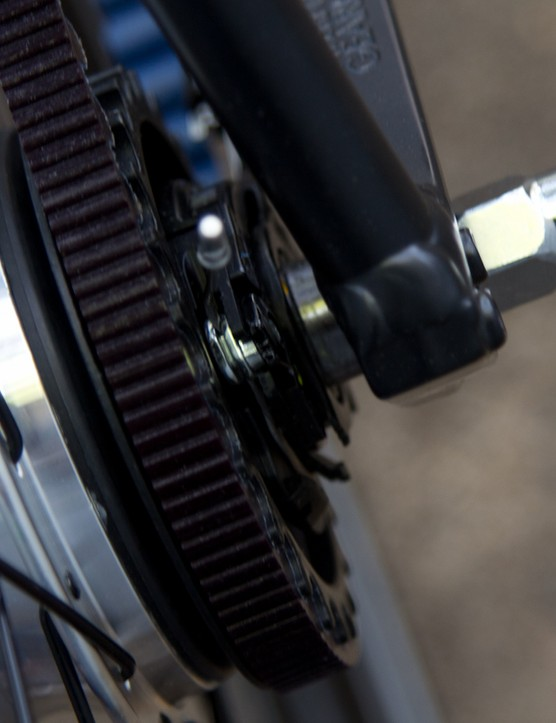 The internal geared hub is still driven with a mechanical gear cable