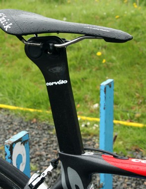 The aero carbon fibre seatpost offers two different setback positions. Dan Martin's (Garmin-Sharp) fi'zi:k Antares is clamped in the forward position here
