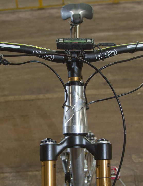 The handlebar is 800mm wide, giving 6ft 1in Chris plenty of leverage